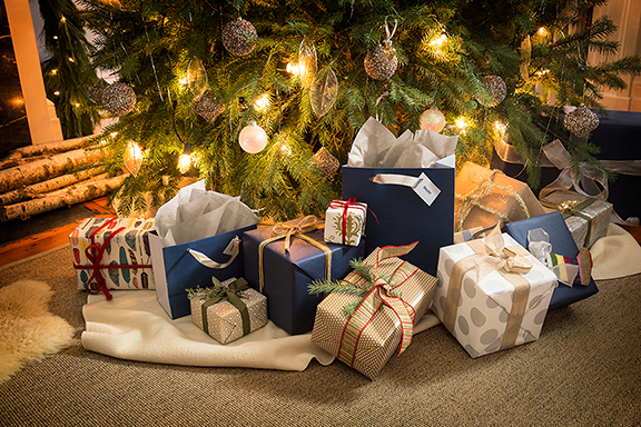 Holiday Family_Gifts_